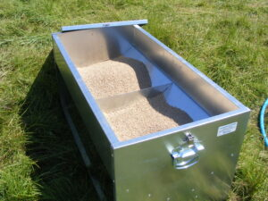 Dymond Pheasant feeder - keeping 60kg of feed Dry