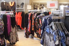 Metal wall and mid-floor shopfittings